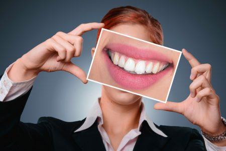 Wybielanie zębów — sposób na śnieżnobiały uśmiech